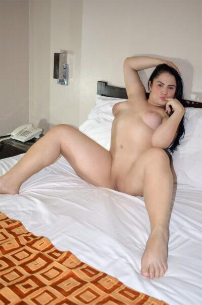 Eva hermosa venezolana de una figura de infarto dispuesta hacerte un rico oral profundo me encanta el full anal amor