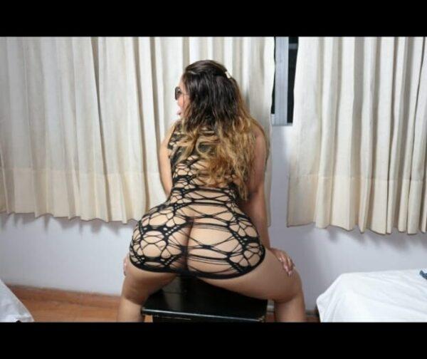 Victoria joven rubia venezolana con una bella figura